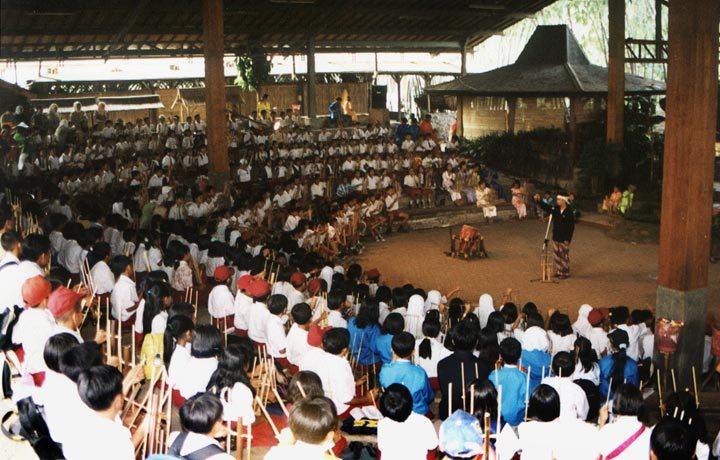 Wisata Budaya Saung Angklung Udjo