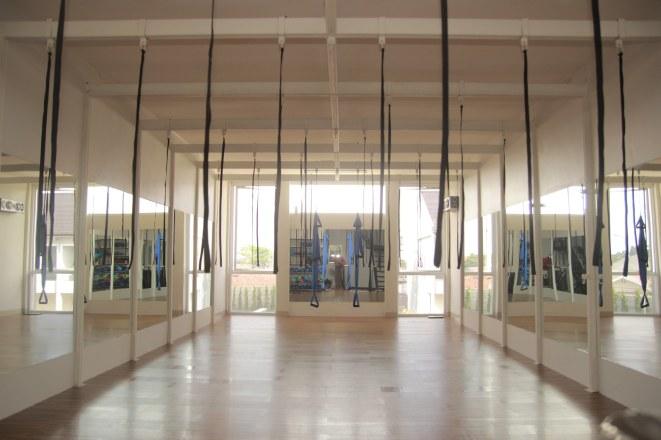 tali khusus dan palang baja untuk meletakkan swing